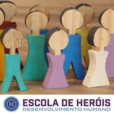 Curso sobre constelações familiares com bonecos Atendimento individual curso Escola de Heróis Diogo Hudson